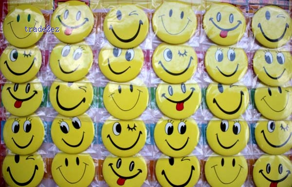 face smile 4.5cm badge