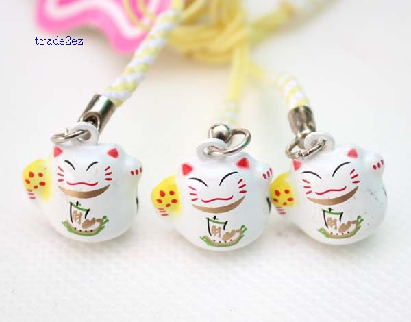 smile lucky cat ring bell