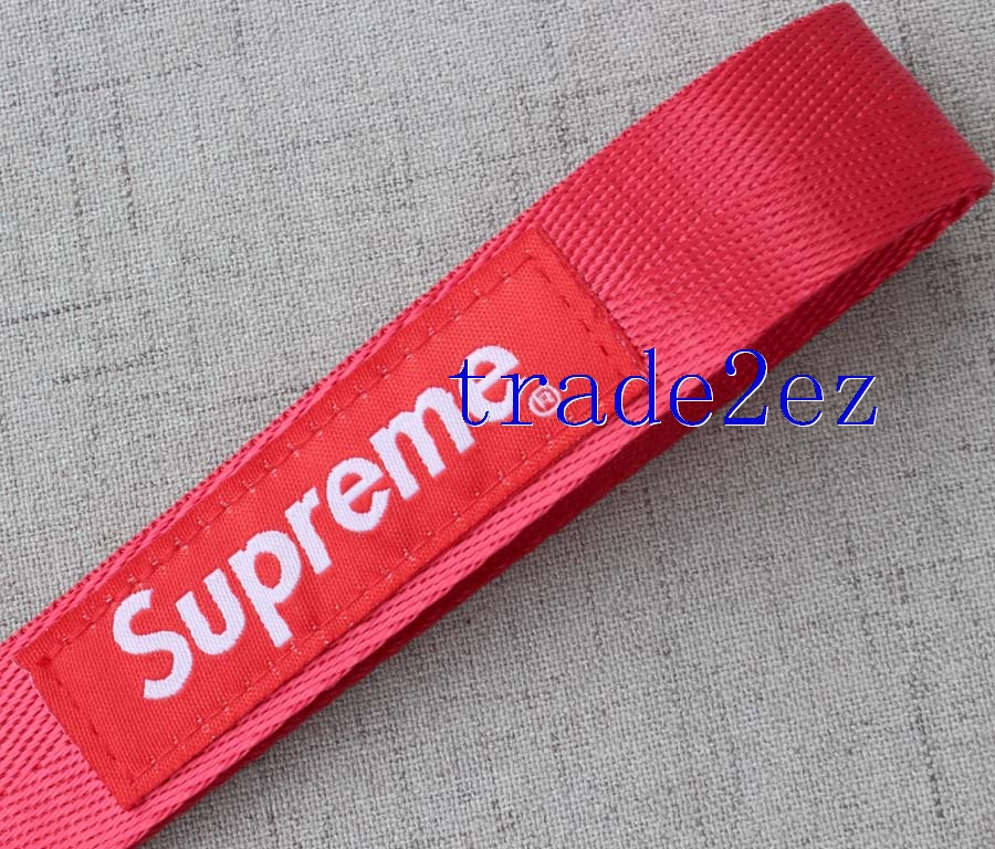 Wristband Supreme red keychians