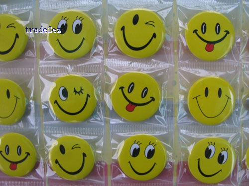 Smile Face 3 CM pin badge,brooch,Cartoon & Anime characters Accessories,Children's toys